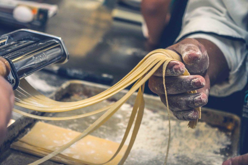 cuisiner des pâtes dans un autre pays
